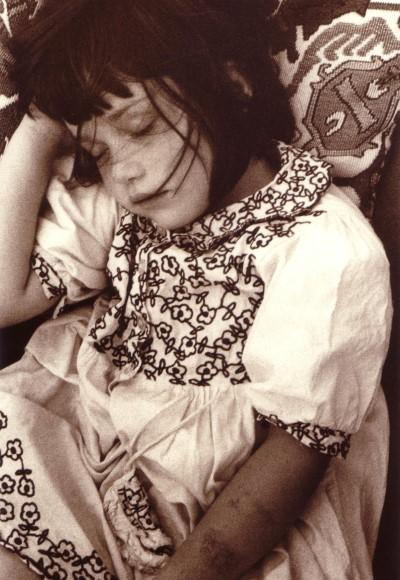 Cosima, auf dem Sofa eingeschlafen, 2000