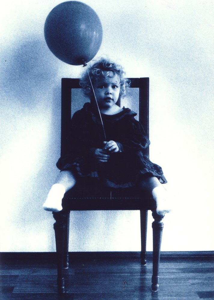 Mädchen mit Luftballon, 1990